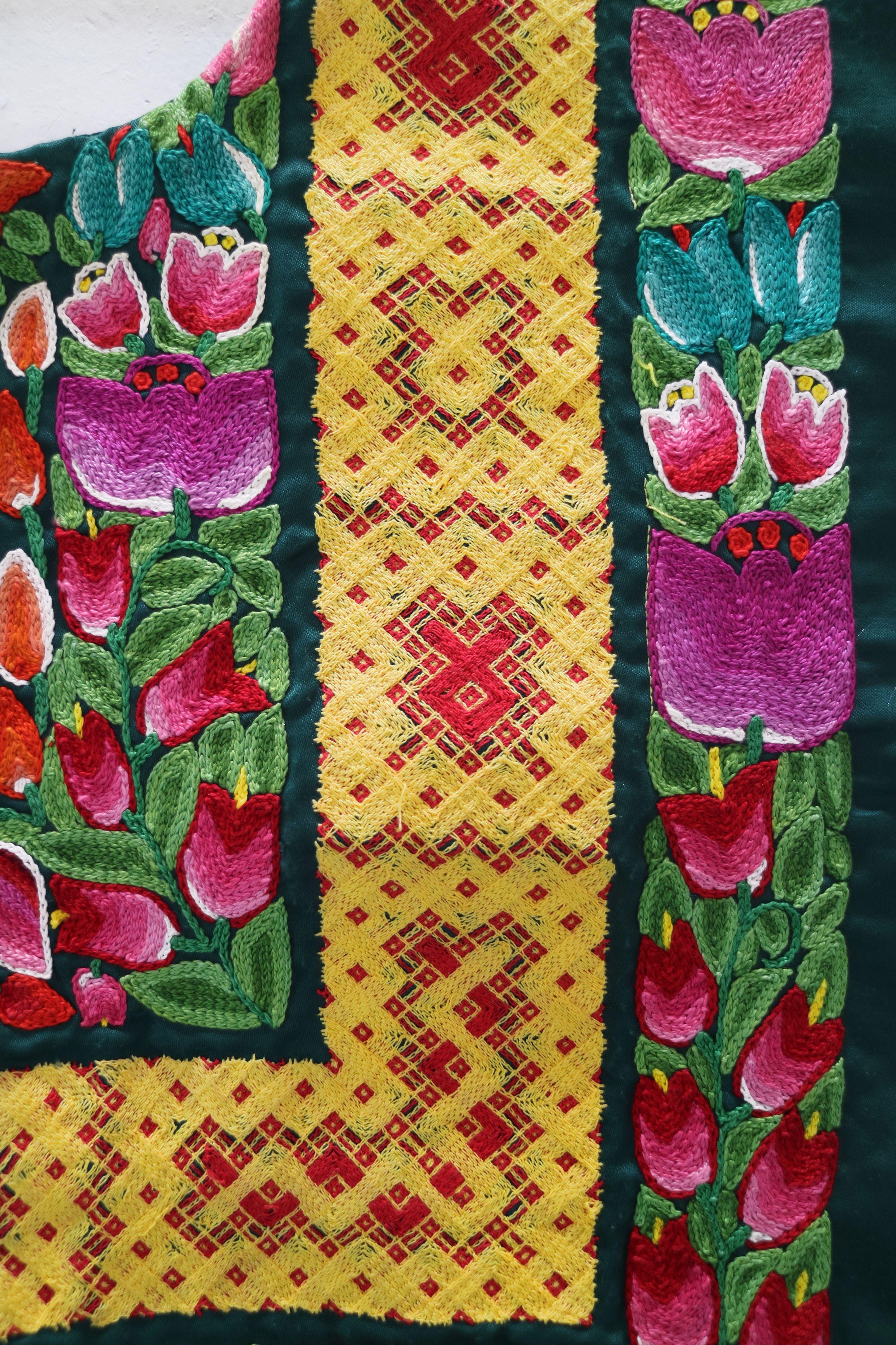 feddc5e043 Bordado de cadenilla y bordado a mano. Tehuantepec