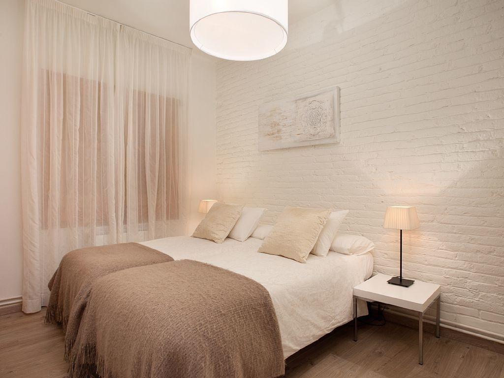 Ein Sehr Schönes, Gemütliches Und Ordentliches Schlafzimmer! Ganz In Creme  Und Beige Gehalten,