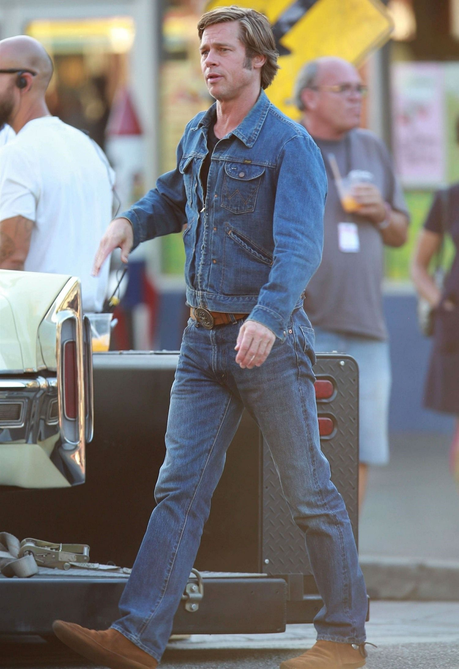 Brad Pitt In 70s Styling On The Set Of Quentin Tarantino S New