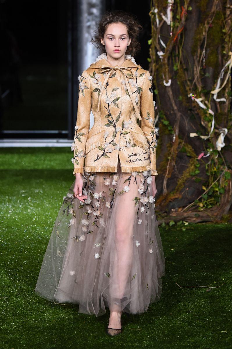 d46558e8595f Dior Couture Spring Summer 2017 Tokyo - NOWFASHION