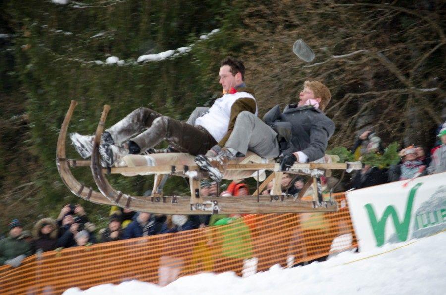 Beim traditionellen Schnablerrennen messen sich 100 Wagemutige in zwei Disziplinen: Wer ist am schnellsten? Und wer fliegt am weitesten?
