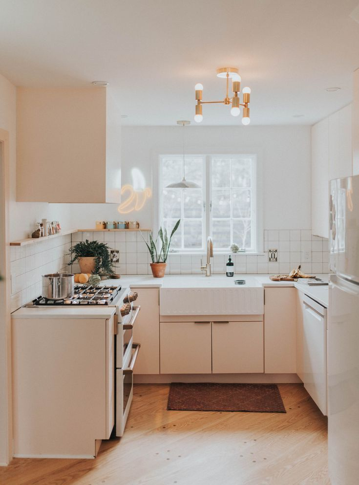 Retro Renovation On Louise Ave The Chris Claude Co Kitchen Kitchendesign In 2020 Home Kitchens Home Decor Inspiration Home