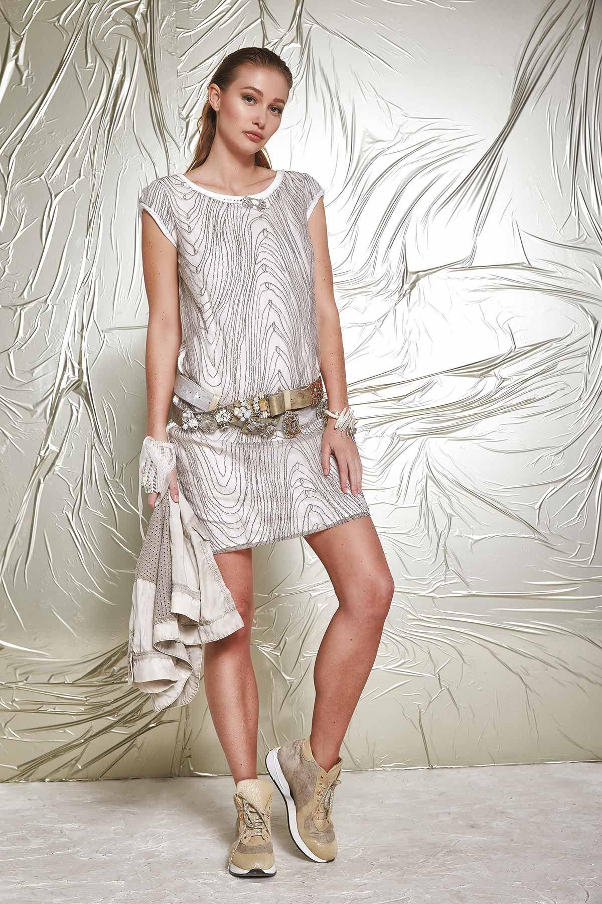 DANIELA DALLAVALLE - Lookbook #collection #danieladallavalle #elisacavaletti #woman #PE17 #shoes #dress #belt #jacket #gloves #bracelet