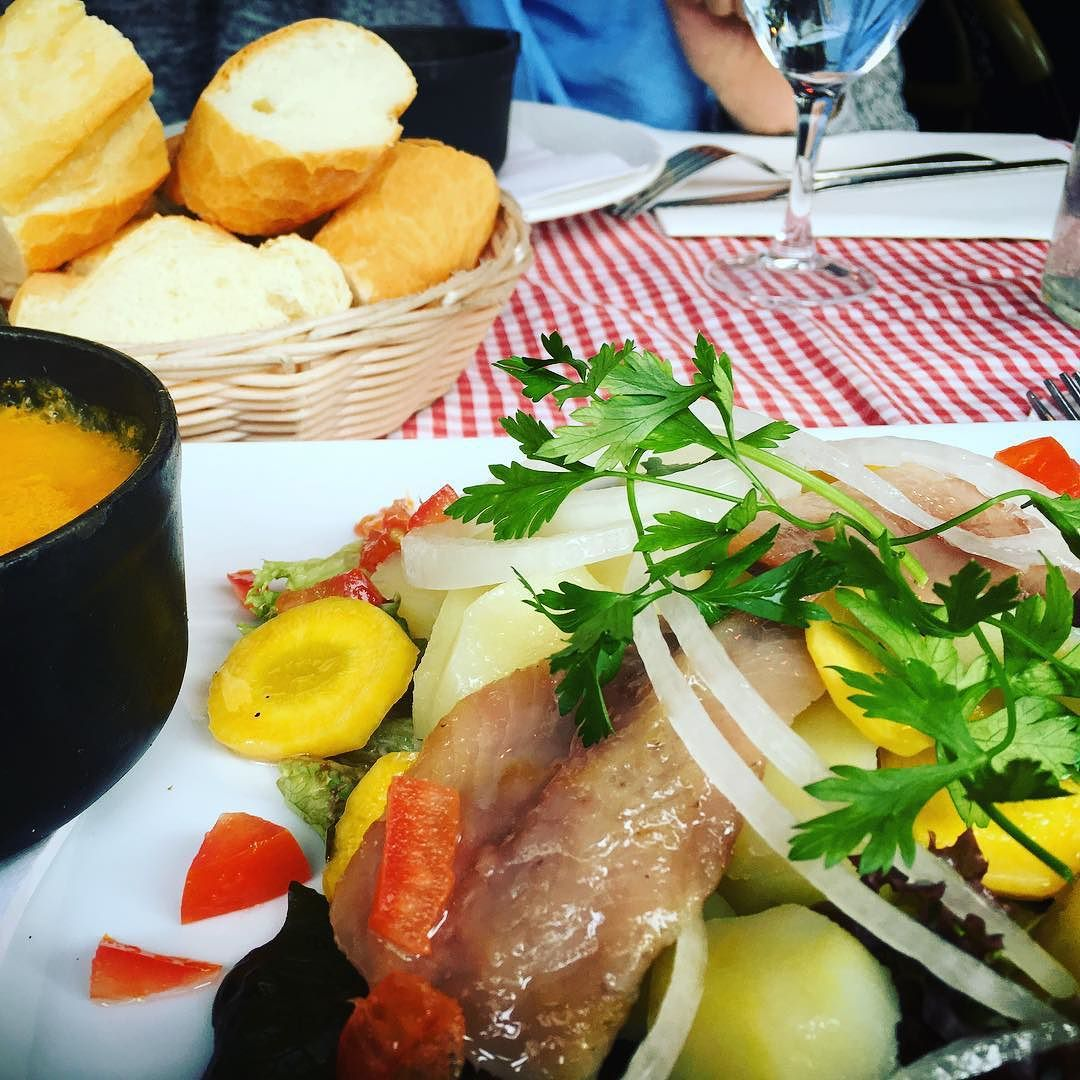 I'm HUNGRY!! #tbt to our trip to #paris in #november  when we got caught up with this #delicious meal The real #destination was the #salvadordali #museum  by eliffen
