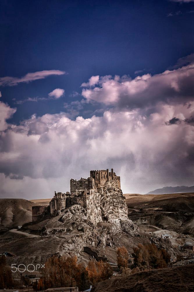 Hoşap kalesi is a medieval castle located in Gürpınar