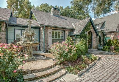 Nashville Cottage Rentals | Tripping.com