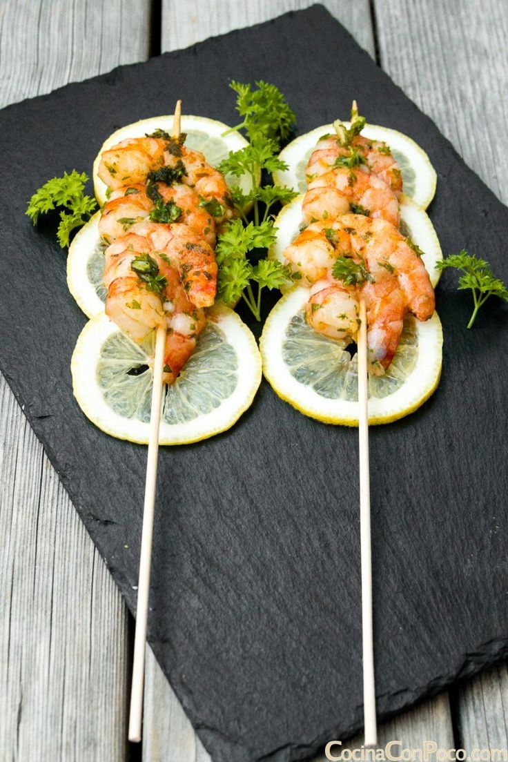 What a nice way to present prawns - love the slices of lemon to add a bit of colour to this food presentation. Great for a buffet or barbeque idea. #buffet