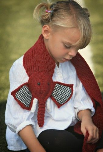 Elephant scarf/ We need to find a pattern and make this for Connolly ! She can sport it for football season :)