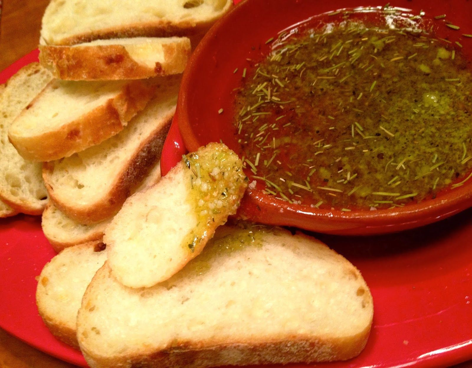 A Southern Soul: Garlic Infused Dipping Oil for Bread