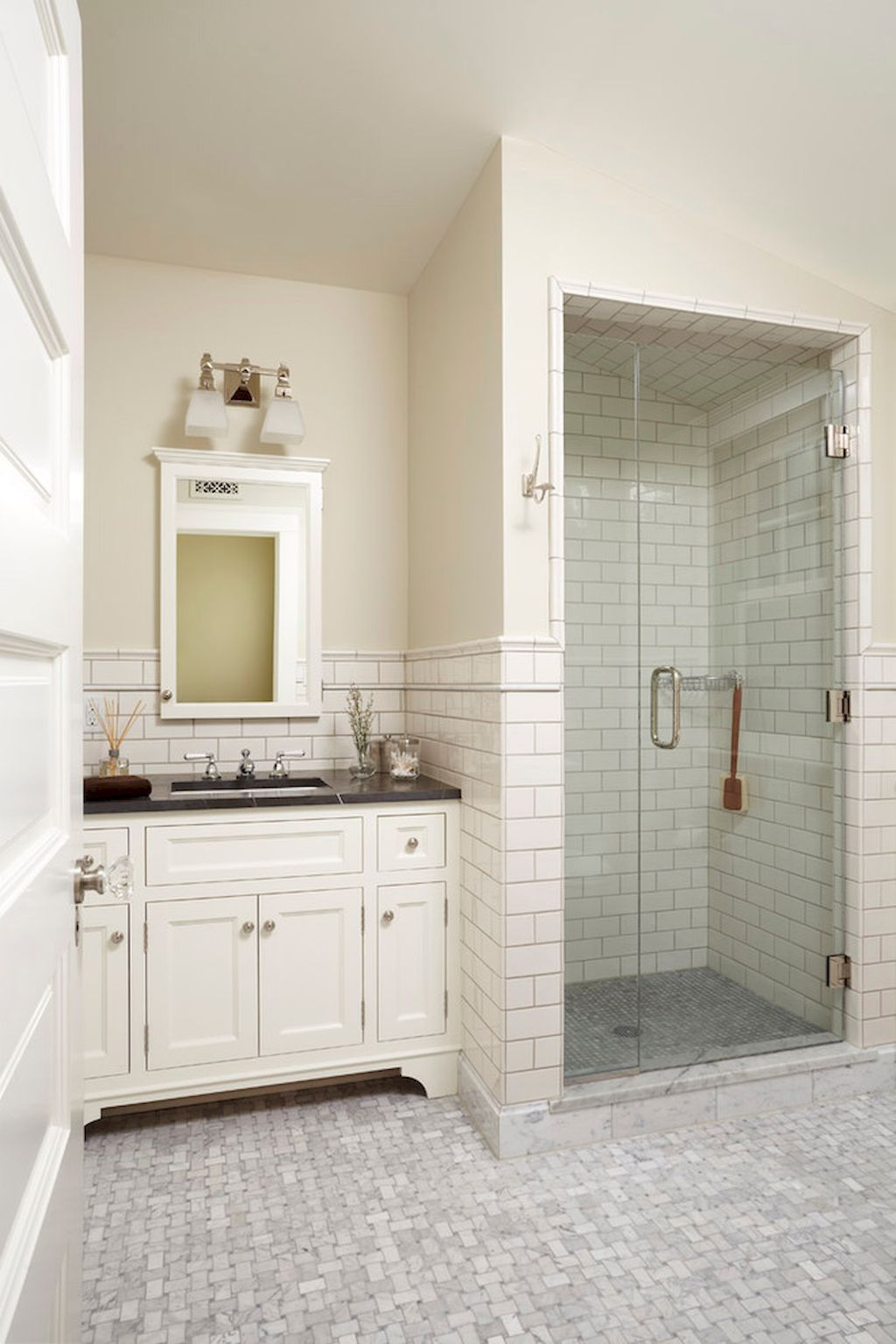 100 Best Farmhouse Bathroom Tile Shower Decor Ideas And Remodel To Inspiring Your Bathroom 95 Classic Bathroom Classic White Bathrooms Classic Bathroom Design