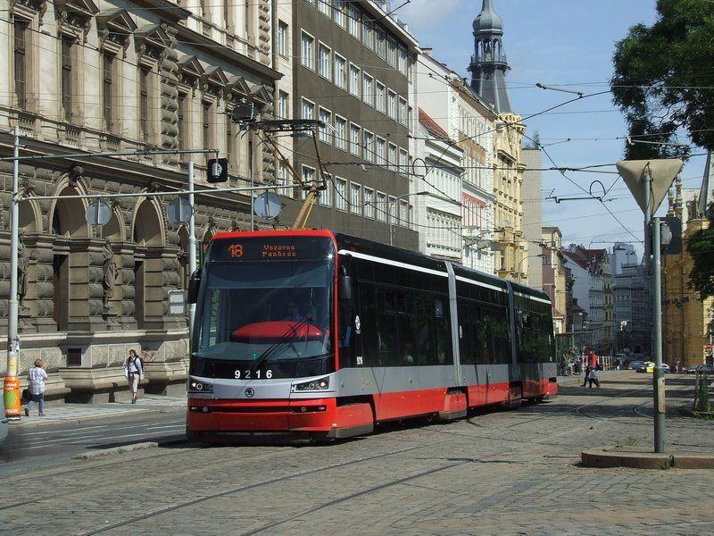 new vagon  http://www.railfaneurope.net/pix/cz/trams/Praha/15T/Praha_9216.jpg