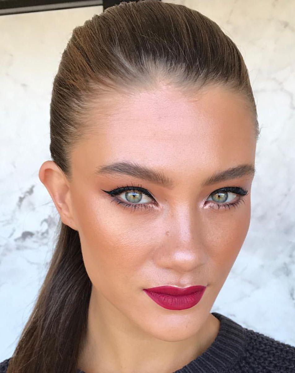 Bronzed glam makeup look Contorno de rosto, Maquiagem
