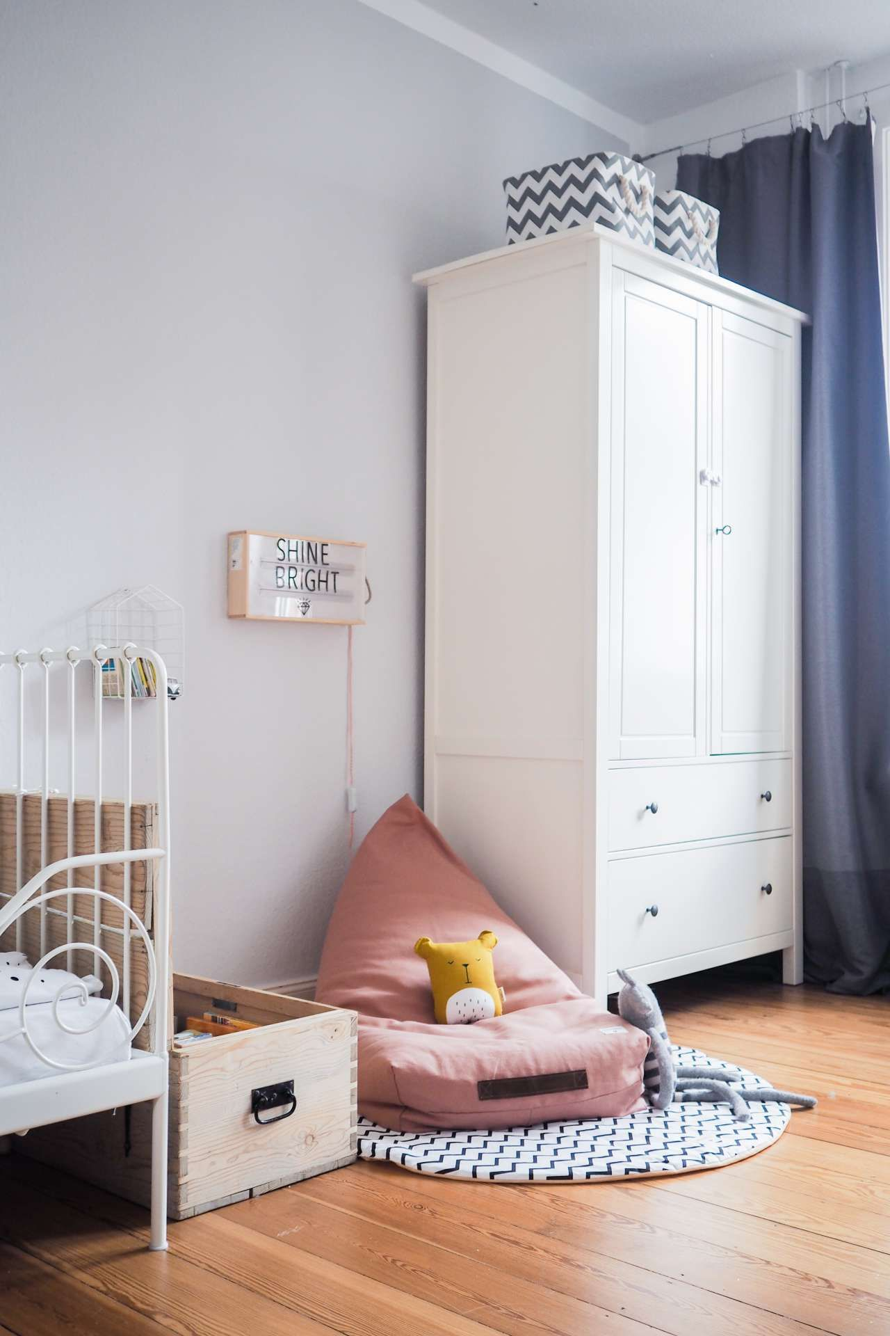 unser zuhause die neue leseecke im kinderzimmer kuschelecke kinderzimmer nachhaltige. Black Bedroom Furniture Sets. Home Design Ideas