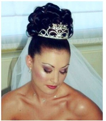 Curly Wedding Hairstyle Wtih Tiara And Veil Jpg Wedding