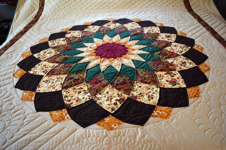 giant dahlia quilt pattern Google Search Amish quilt