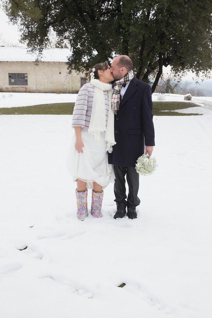 Raymond Bundo Wedding Dress for White winter wedding | itakeyou.co.uk #wedding #winterwedding #weddingdress #winterbride
