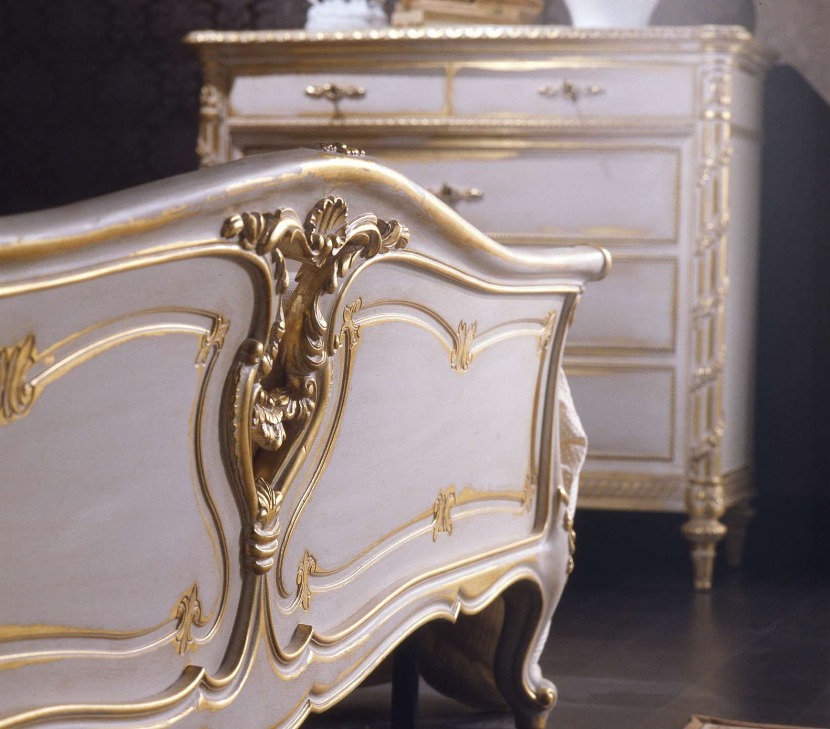 Louis xvi bedroom furniture - Louis Xvi White And Gold Classic Bedroom Vimercati Classic Furniture