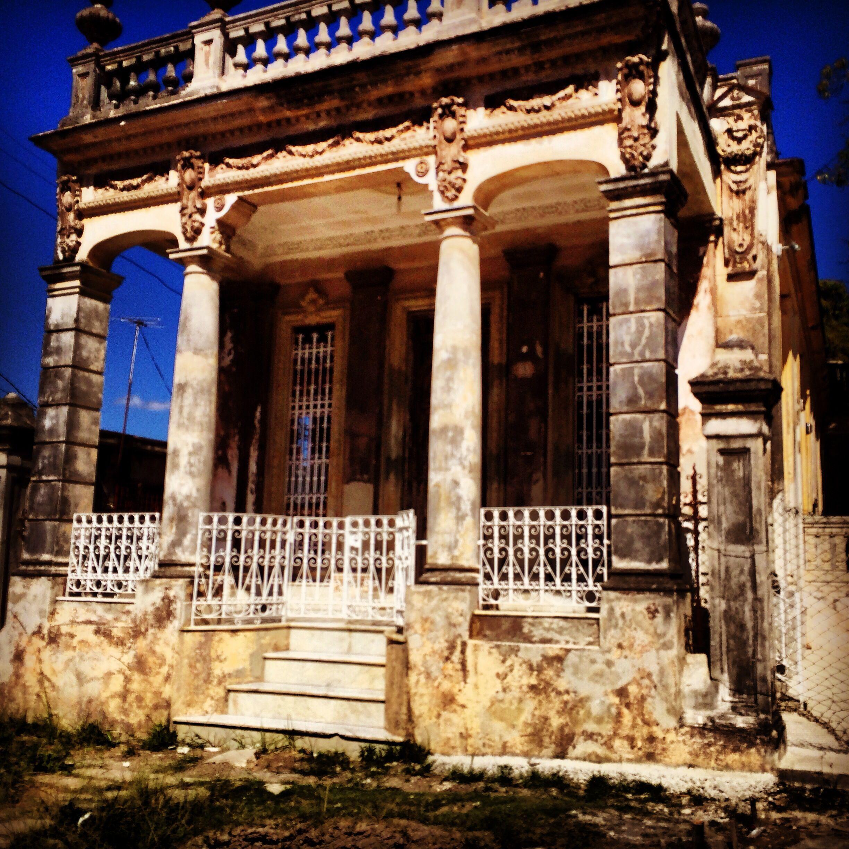 San Antigua Apartments: Old House In La Vibora Neighborhood Of Havana