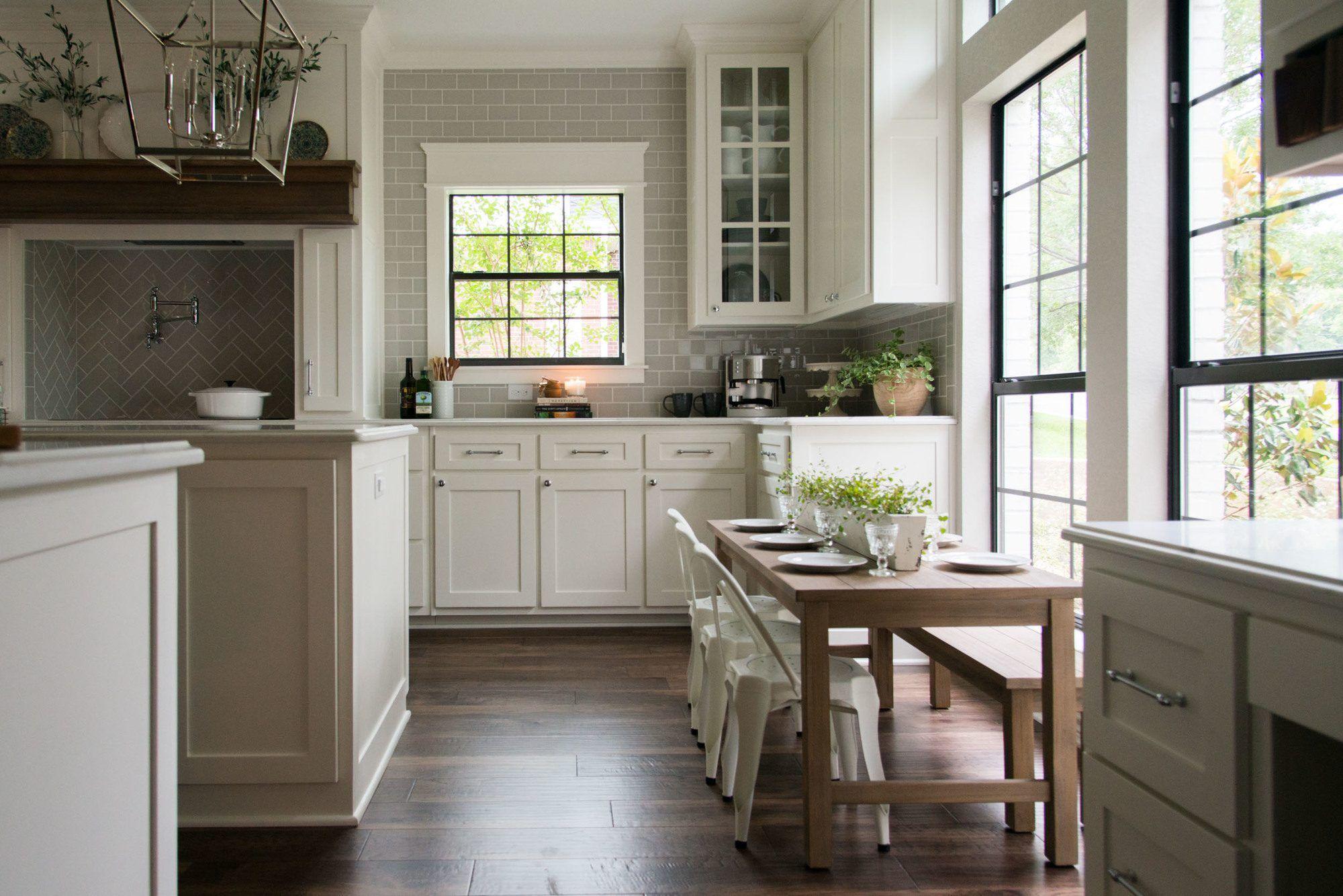 Fixer upper kitchen windows - Season 4 Episode 8 Fixer Upper Design Elements The Straight 80s House