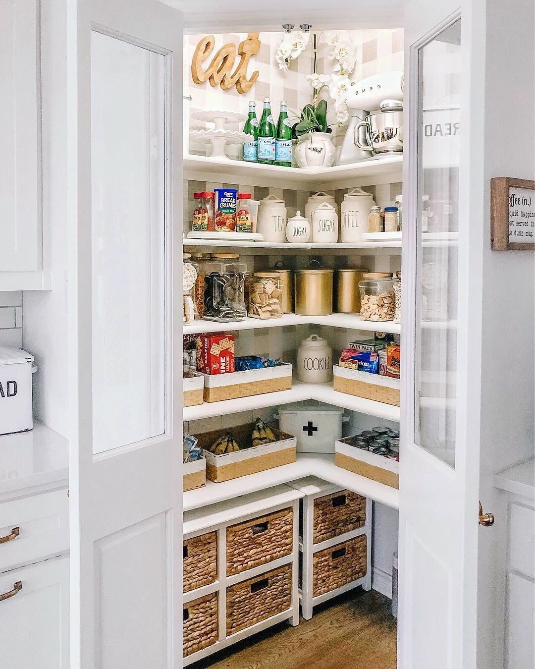 Best A Beautiful Modern Corner Pantry Modernpantry 400 x 300