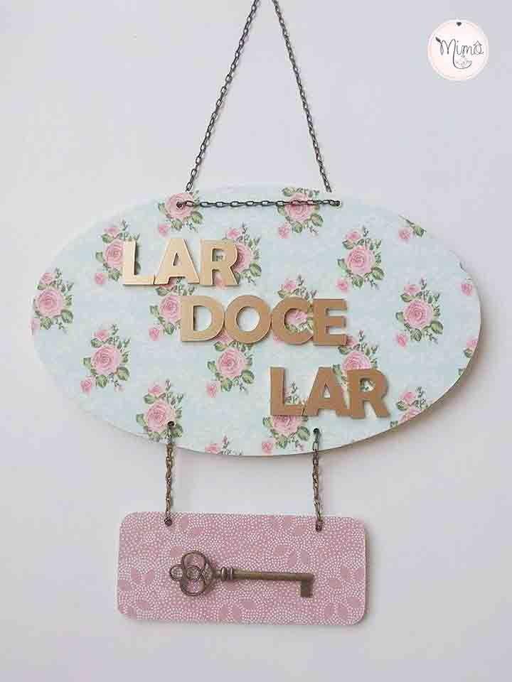 Placa para Porta Lar Doce Lar com aplique Chave Confeccionada em MDF com  forração de tecido 0c3ca7a389