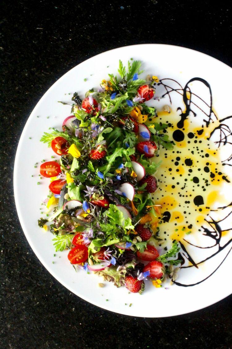 Gemischter Salat Anrichten