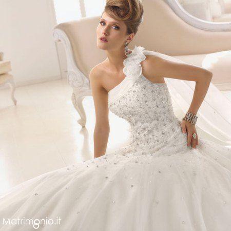 outlet store 58af8 d05d7 Abito da #Sposa monospalla con corpetto decorato by ...