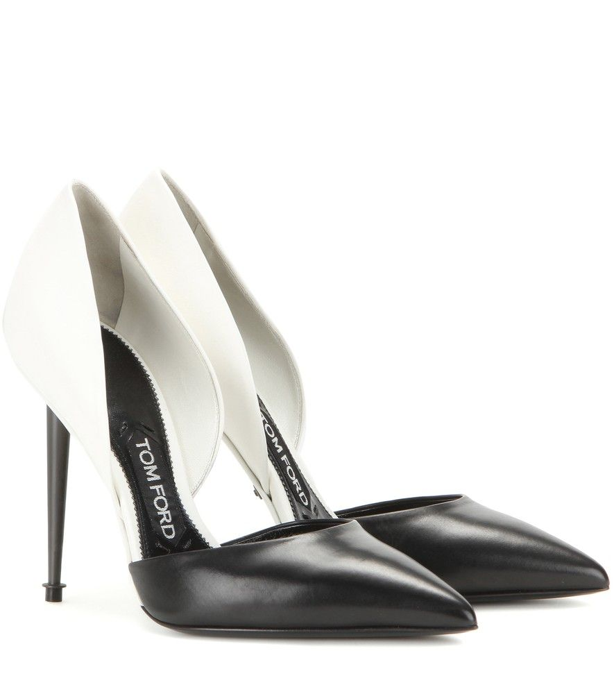 Tom ford leather pumps designed in a timeless monochrome