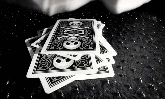 Bicycle Skull and Bones Cards | Cool Material