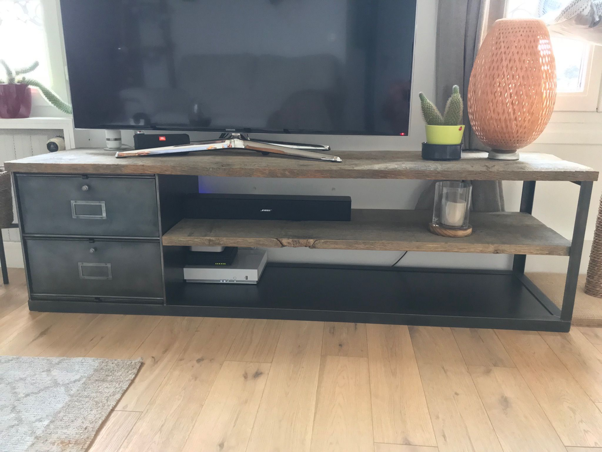 Banc Meuble Tv Etagere Bois Brut Et Clapet Industriel L Or Du Temps Ldt Mobilier De Salon Meuble Tv Meuble Tv Industriel