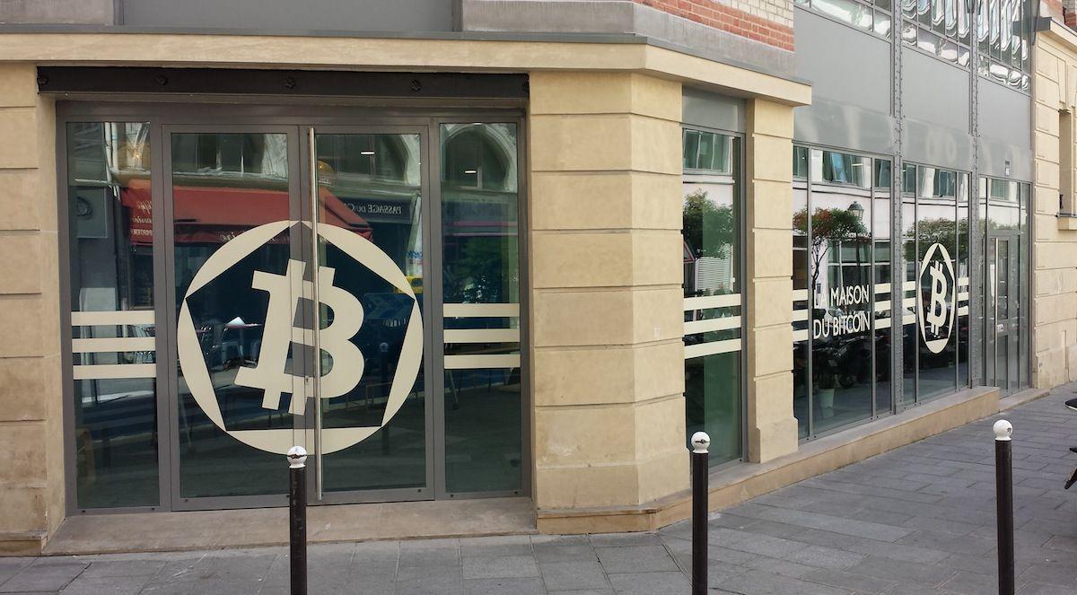 Žmonės kreipiasi į bitcoin per krizės laikotarpius