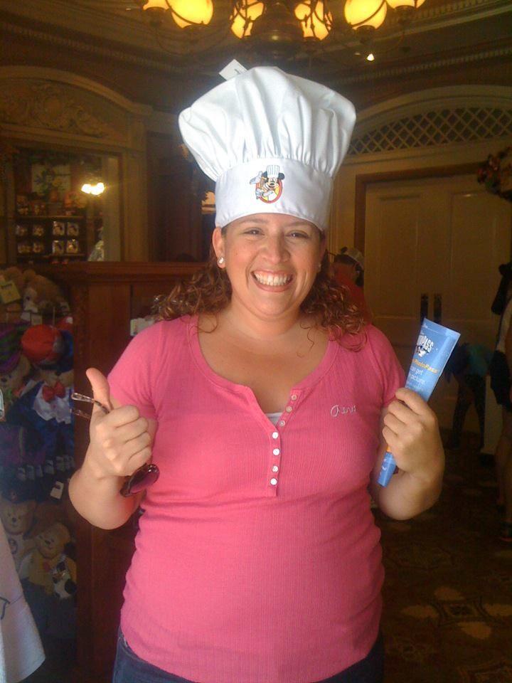 Mi felicidad de tener un gorro de chef y de Mickey