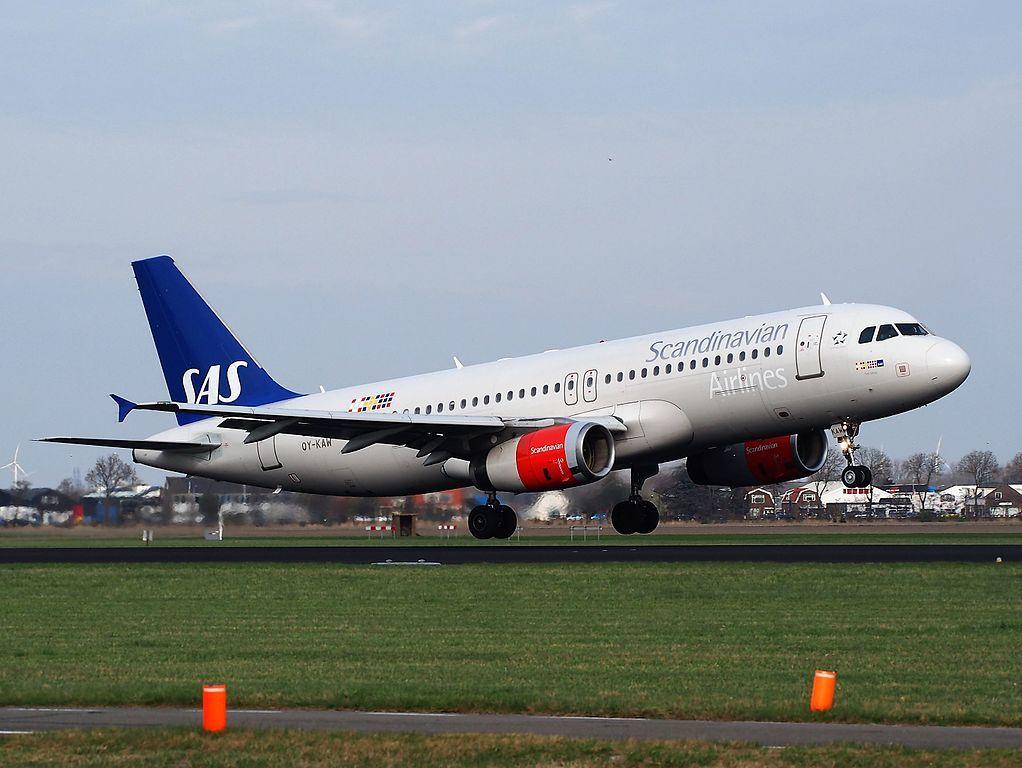Oy Kaw Sas Scandinavian Airlines Airbus A320 232 Tyke Viking At Schiphol Fleet Airbus Sas Airlines