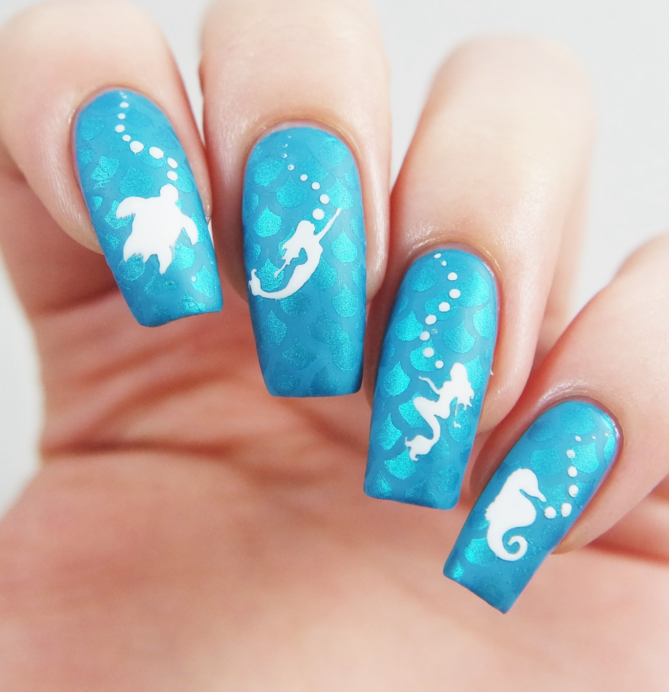 Turquoise Under The Sea Manicure Using Our Mermaid Hawaiian Sea Turtle And Seahorse Nail Decals Found At Snail Mermaid Nails Turtle Nail Art Hawaiian Nail Art
