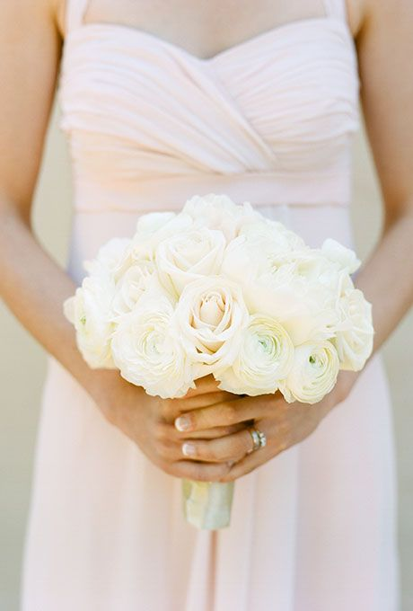 brides white ranunculus rose bouquet a classic white and cream bouquet