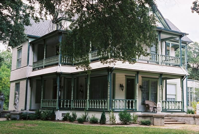 Oldhouses Com 1897 Victorian Queen Anne Historic Texas Victorian In Terrell Texas Historic Homes For Sale Victorian Homes Historic Homes