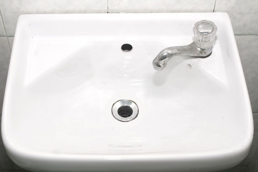 Clean a Ceramic Sink Without Chemicals Cleaning/Organizing