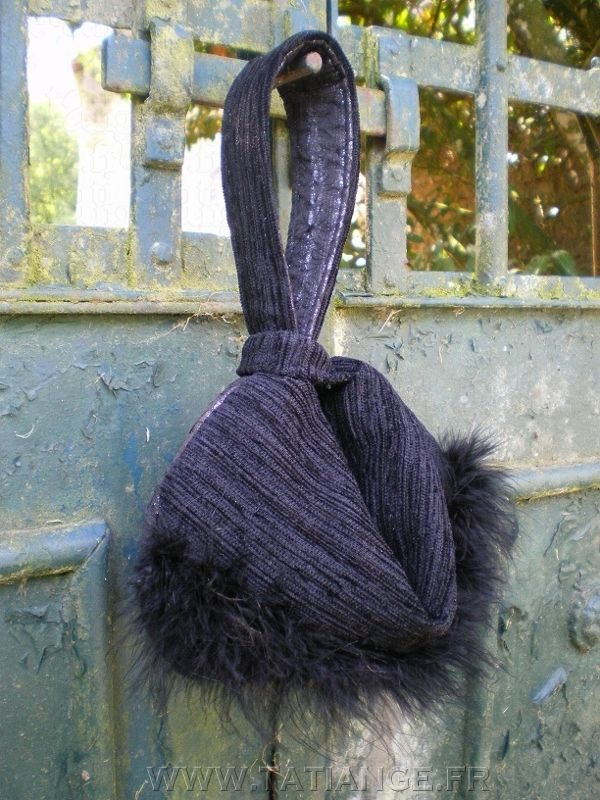 Silver & Black clutch with ostrich feathers. www.tatiange.fr