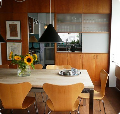 Kitchen hatch and glass dividers... a nice set of Jacobsen ...