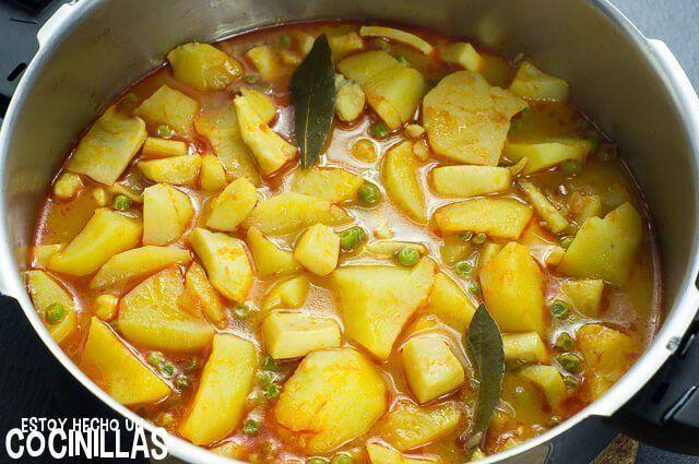 Receta De Guiso De Patatas Con Sepia Receta Patatas Con Sepia Patatas Comida étnica