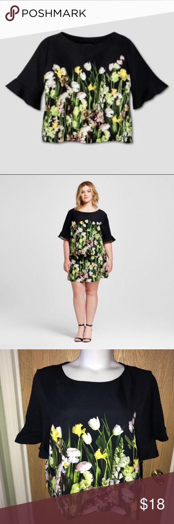 ⬇️Floral Victoria Beckham flare sleeve top floral