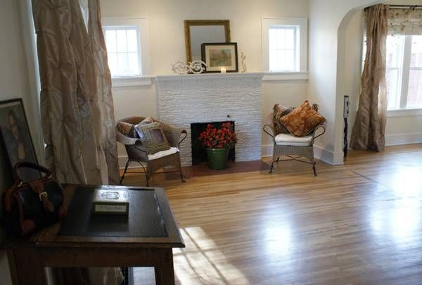 Cute Little Home For Sale In Jefferson Missouri Found On Craigslist Am I The Only One Who D Like To Take A Steam Iron To Tho Home Little Houses Home Decor