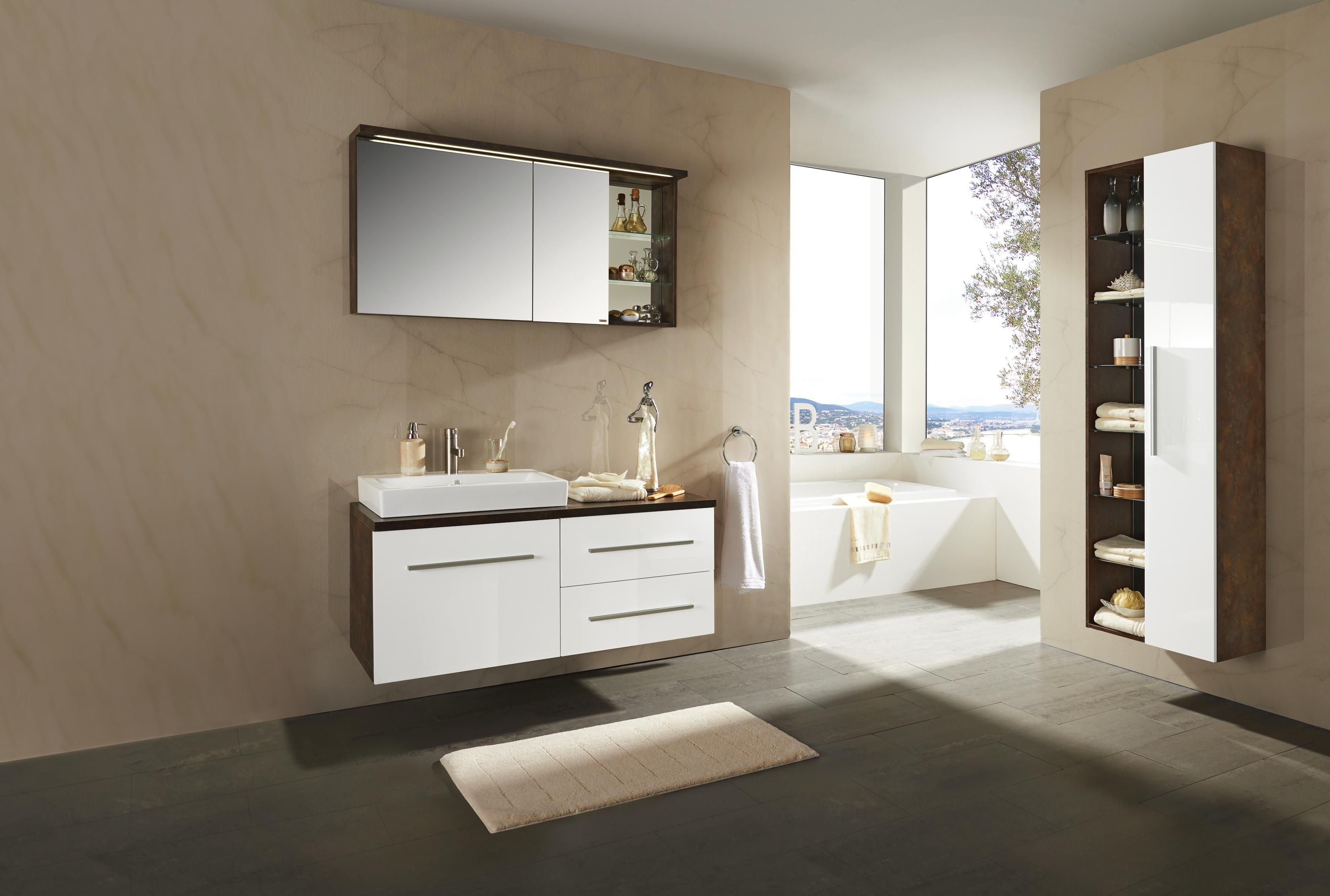 """Badezimmer """"Brisbane"""" von XORA modernes Design mit LED"""