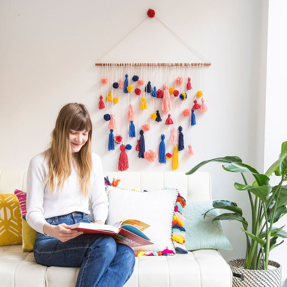 How to make this ridiculously adorable pom pom tassel wall Tenture chambre bebe