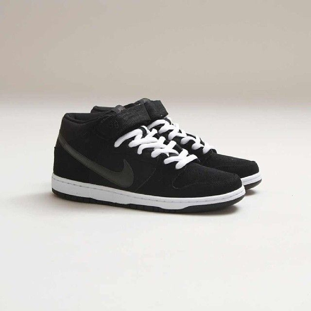 Nike - SB Dunk Mid Pro