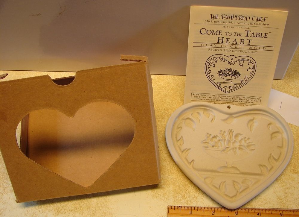 Pampered Chef Cookie Mold Come to the Table Heart Family Heritage Clay#R2913 '99