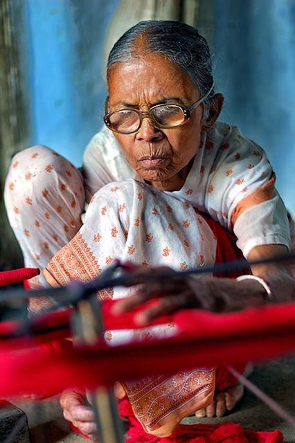 Spinning Yarn #India #artisans #spinning_yarn