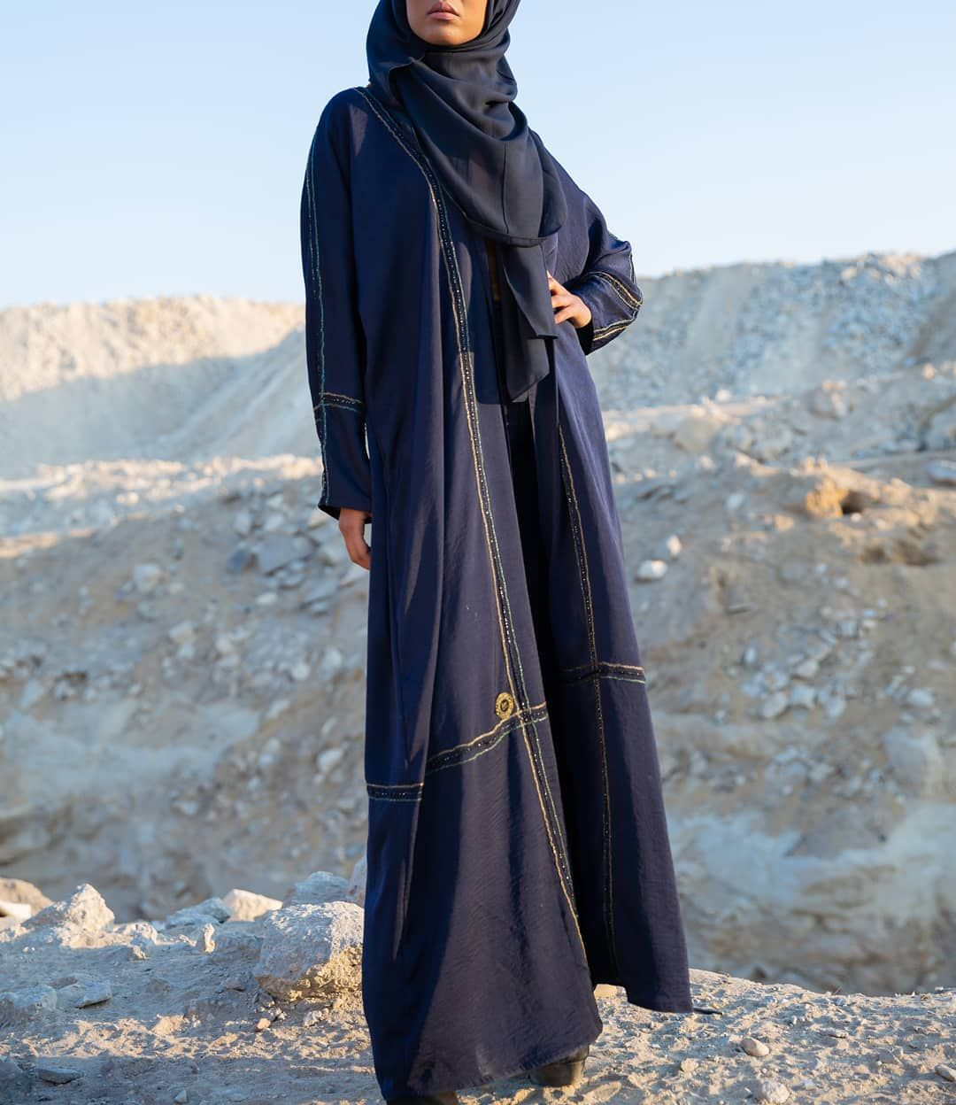 كوني امرأة قوية لا تكسرها التجارب الفاشلة بل تبنيها من جديد رقم العباية 1637 السعر 225 عبايات جوهرة Fashion Raincoat Coat