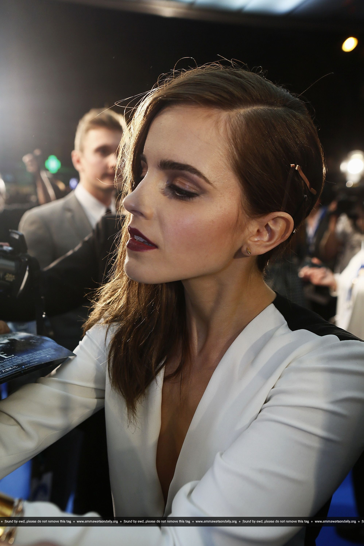 Berry. Maroon. Dark lip. Sultry eye. Side swept. Emma Watson at the Madrid premiere of Noah.