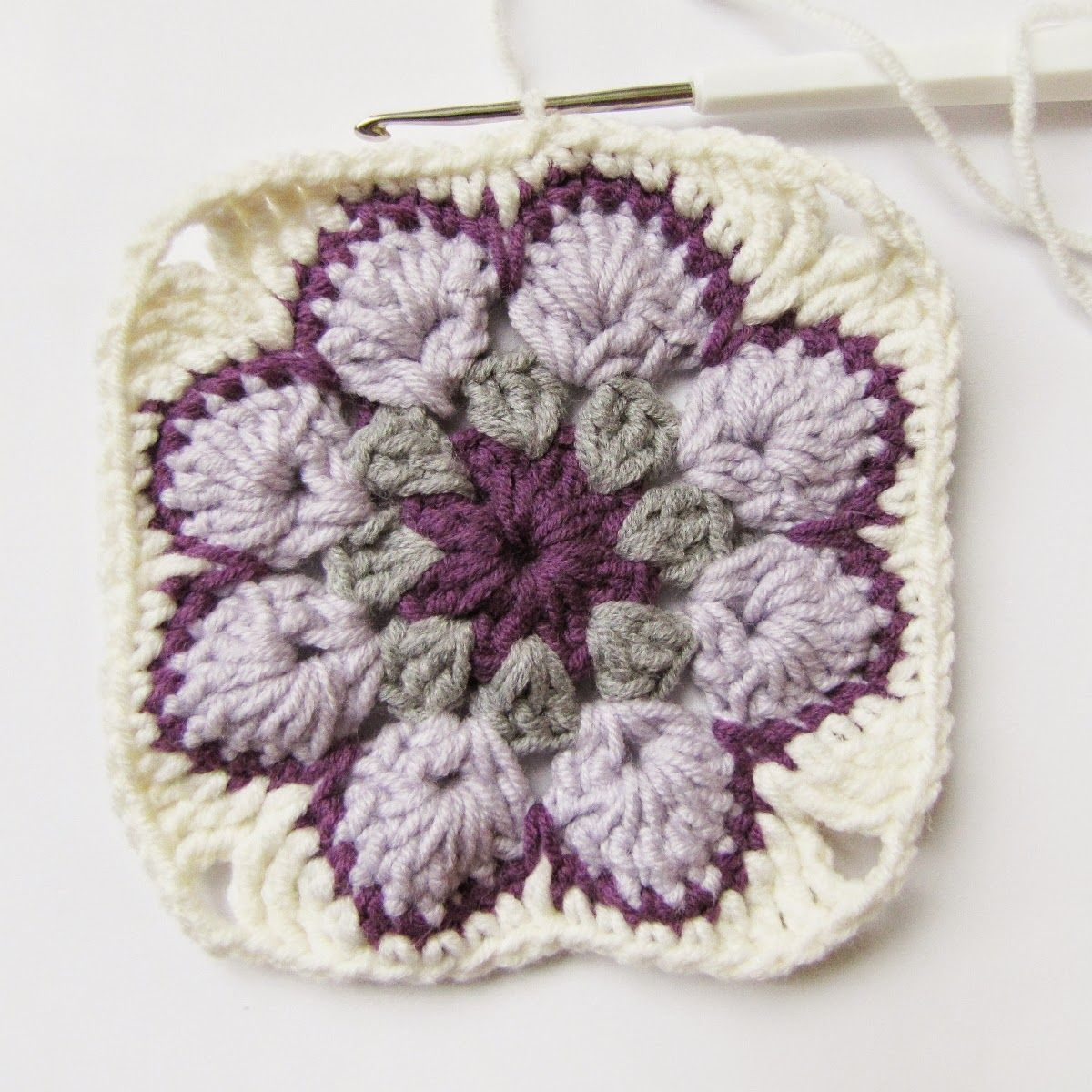 Today I've made a tutorial: how to make an african flower  - the bautiful crochet motive. The inspiration of this post was this blog . I'...